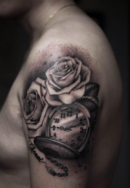 南京鲜花店老板的玫瑰花与怀表纹身图案