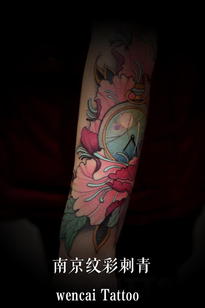 南京高大帅气的宋先生小腿纹水墨松树纹身图案