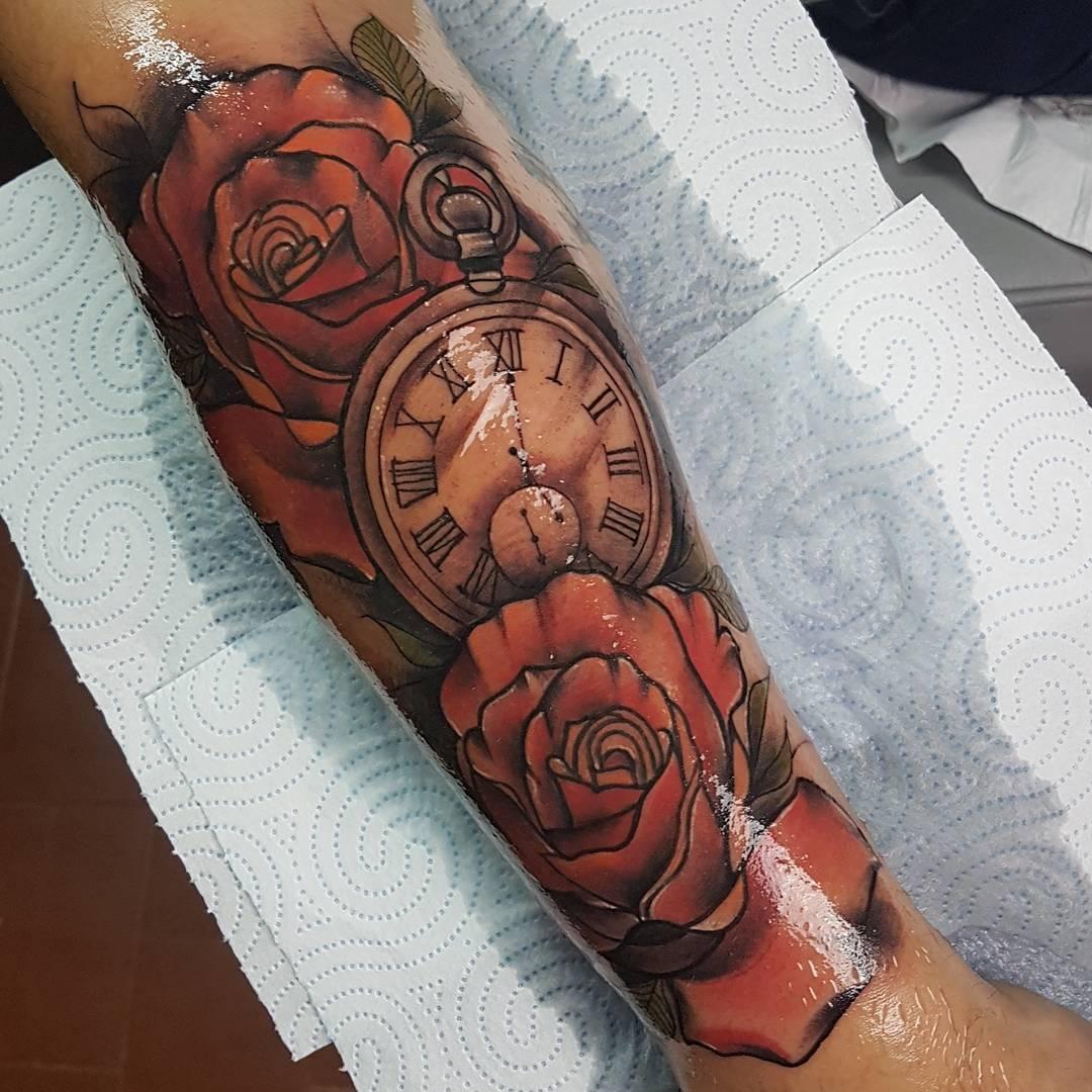 伏先生小臂玫瑰怀表纹身图案