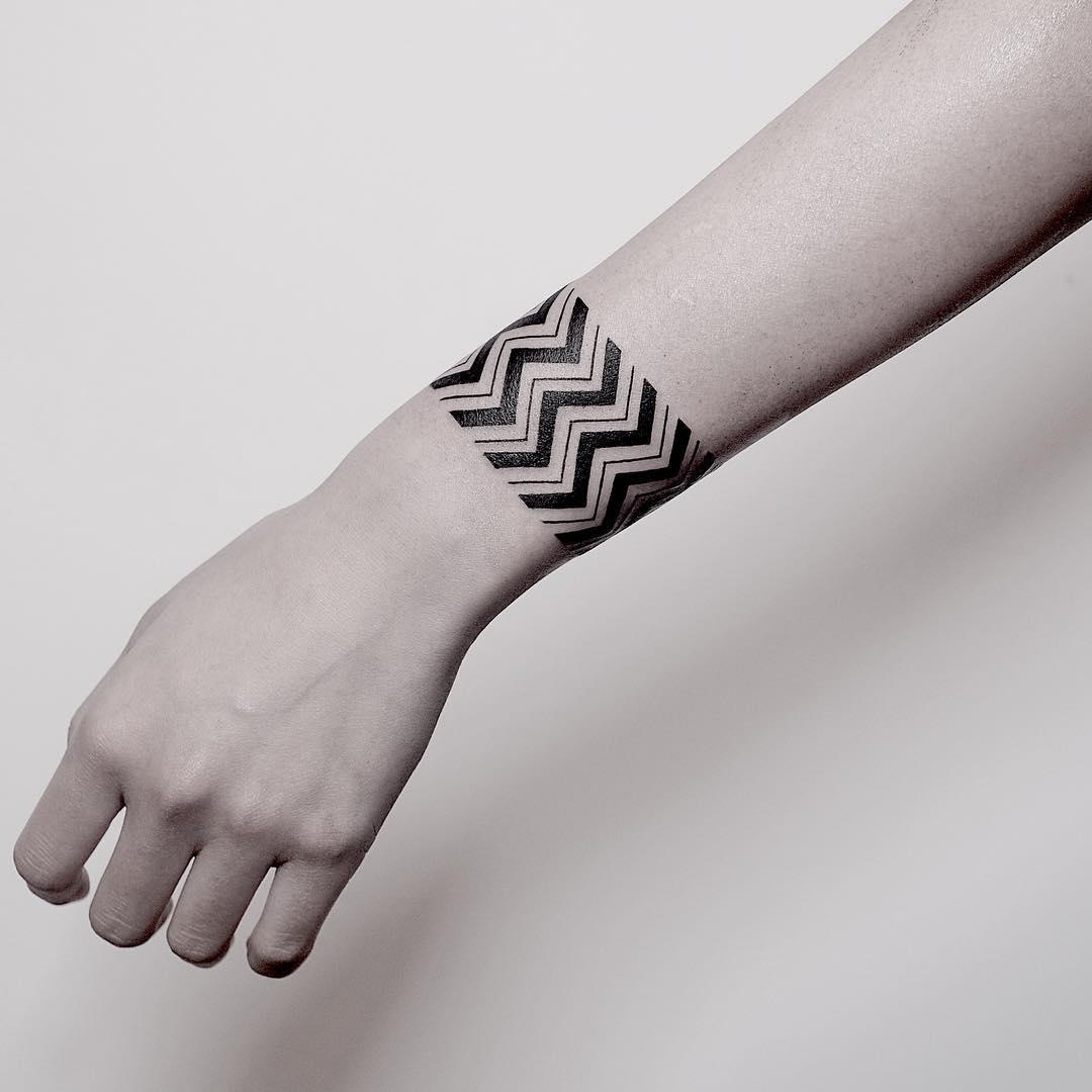 手腕简单线条臂环纹身图案图片